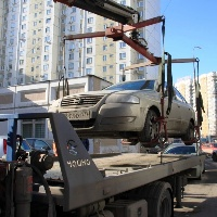В Митино эвакуируют машины за долги по квартплате