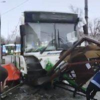 """Автобус сбил людей у метро """"Сходненская"""" в Москве"""