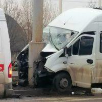 Шесть человек пострадали в результате аварии с участием маршрутного такси на северо-западе Москвы